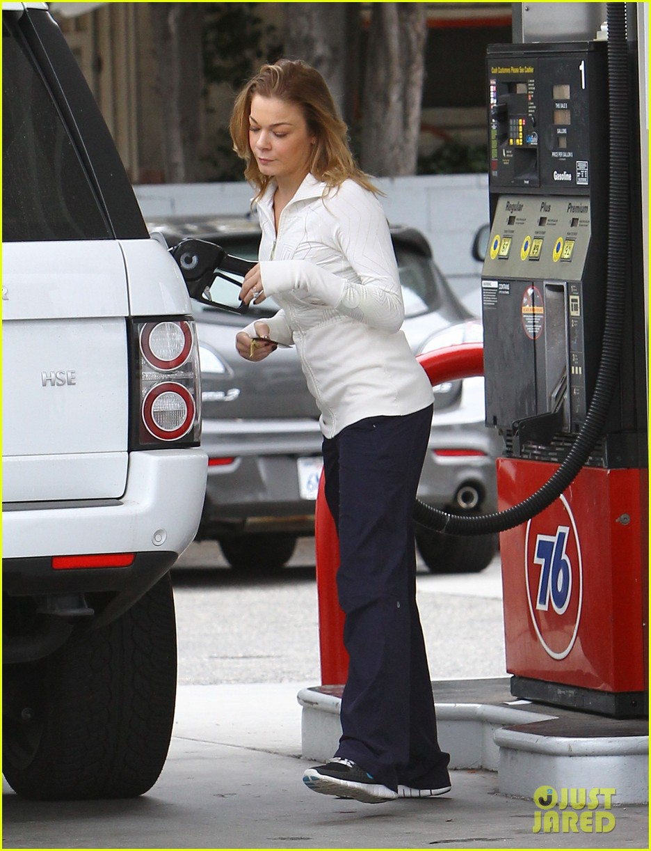 leann rimes gas station gal 11