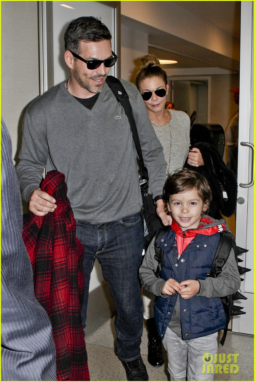 leann rimes post holiday nashville trip with the family 02