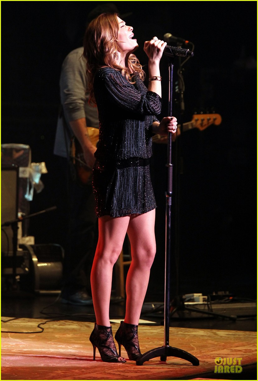 leann rimes las vegas performance 13