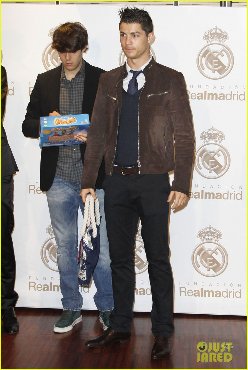 cristiano ronaldo no child without toys campaign 01