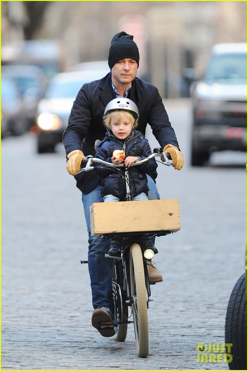 naomi watts liev schreiber loves biking with the boys 01