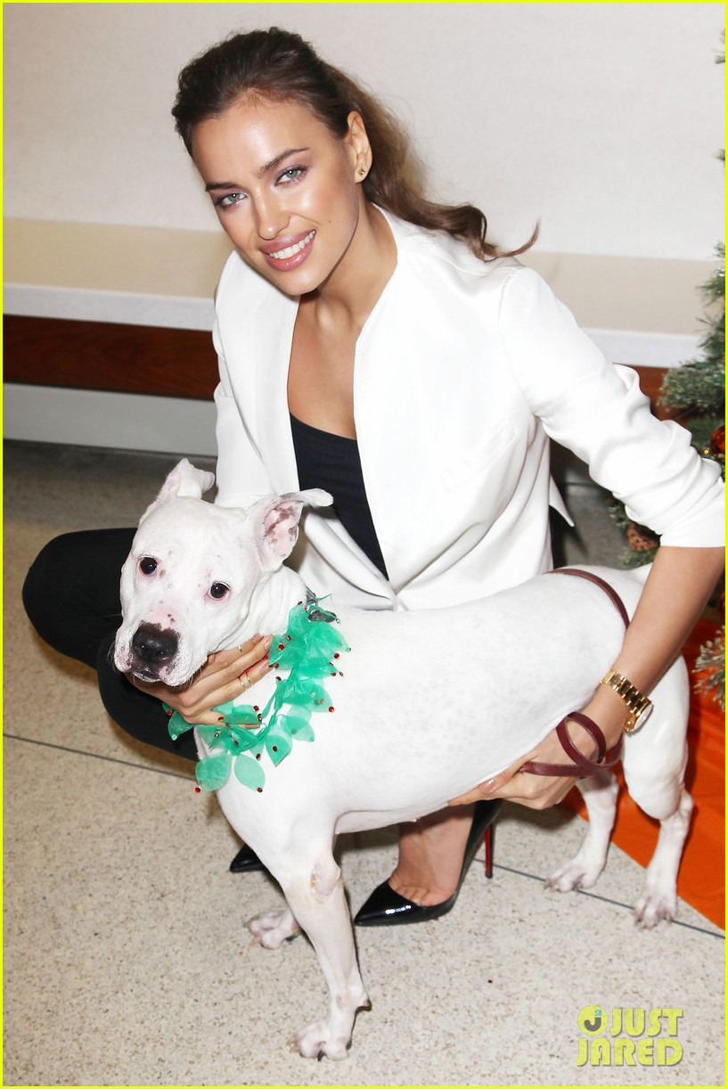 irina shayk aspca adoption center visit 09