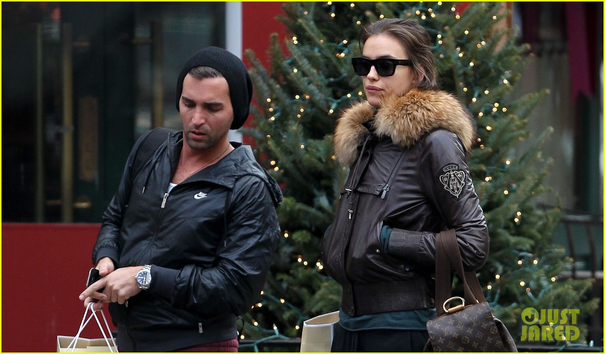 irina shayk big apple shopping with male pal 03