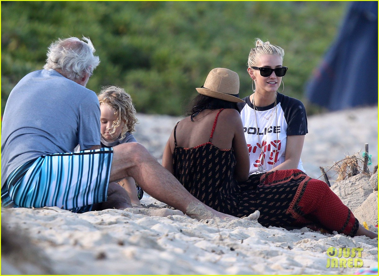 ashlee simpson beach kisses for bronx 13