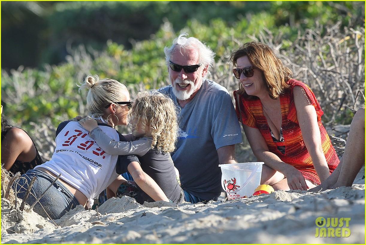 ashlee simpson beach kisses for bronx 252781801