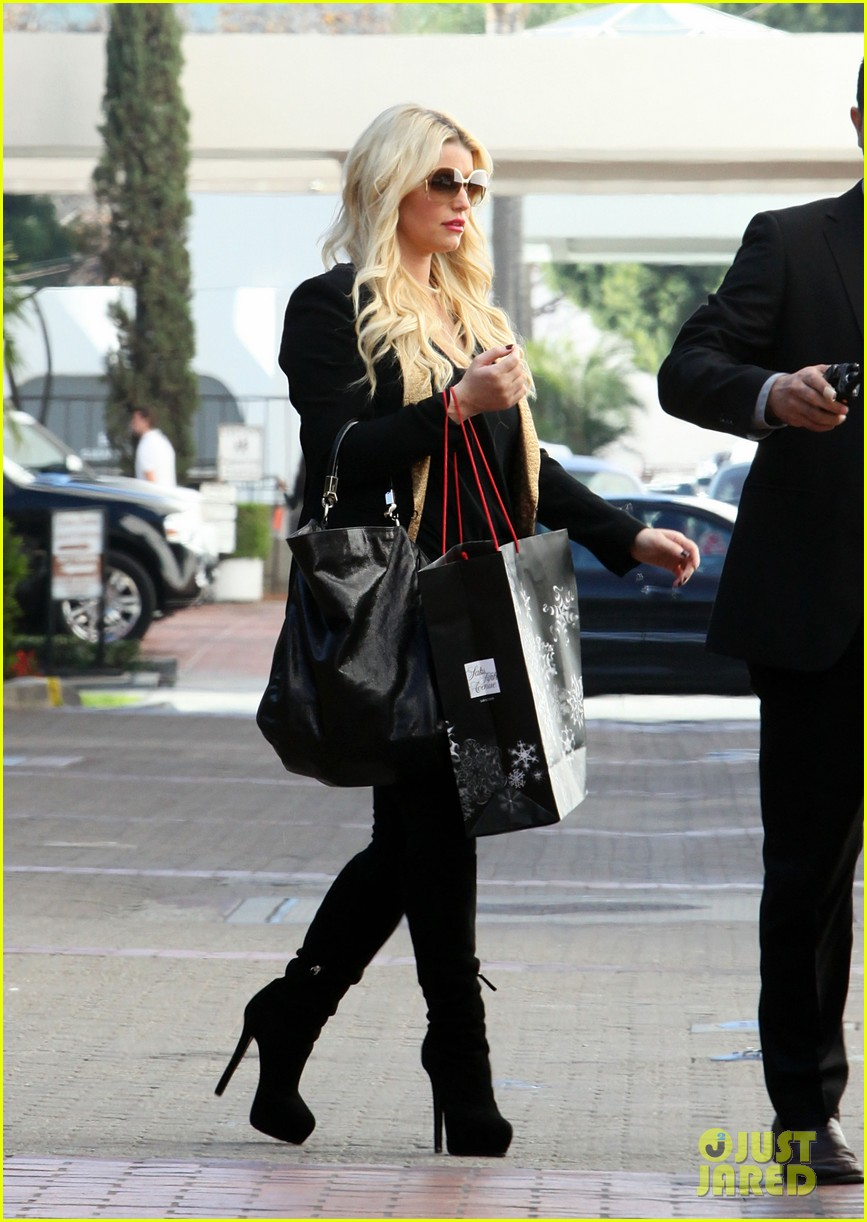 jessica simpson saks shopping spree in stilettos 03