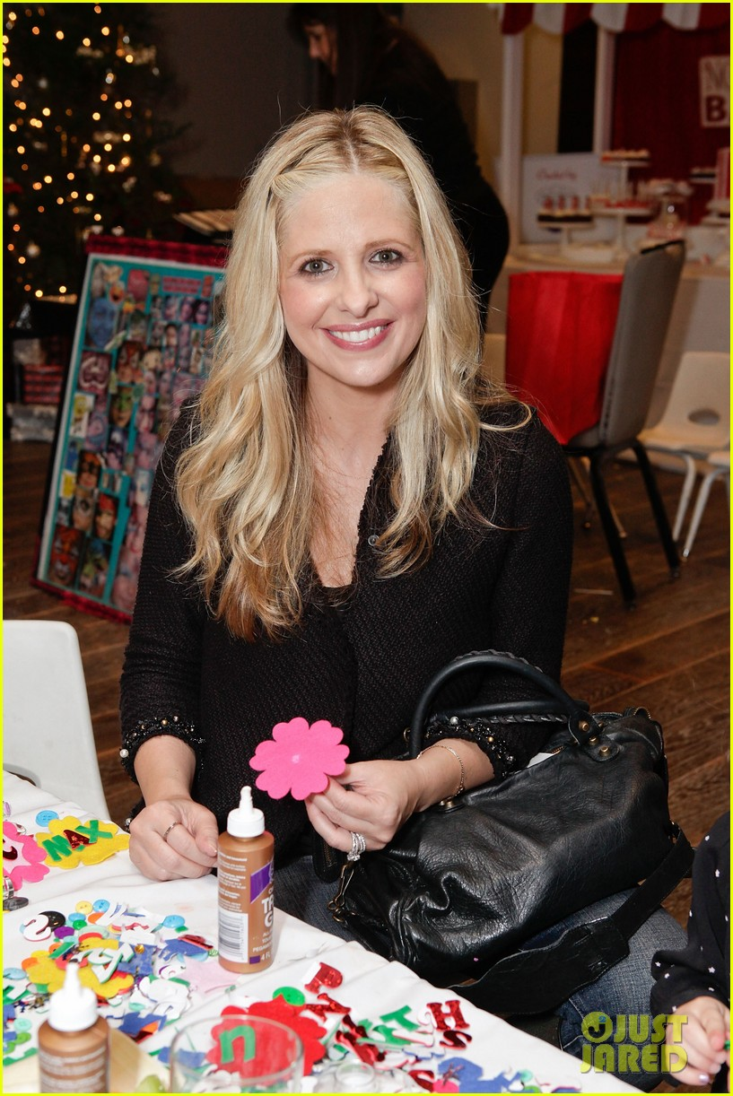 sarah michelle gellar david boreanaz buffy reunion at santas workshop event 01