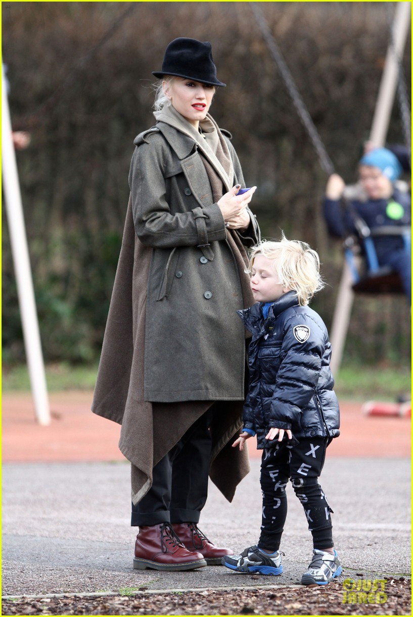 gwen stefani & gavin rossdale primrose hill park stroll with the boys 02