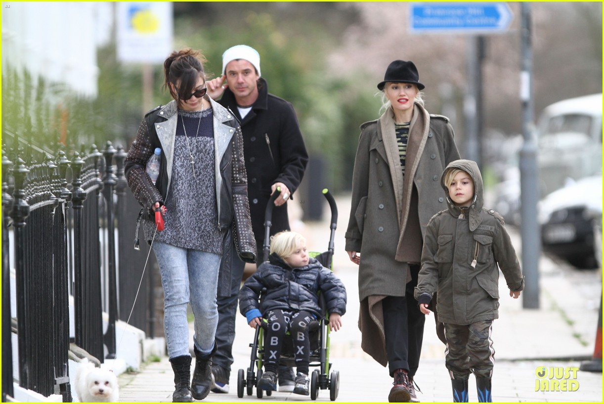 gwen stefani & gavin rossdale primrose hill park stroll with the boys 032780264
