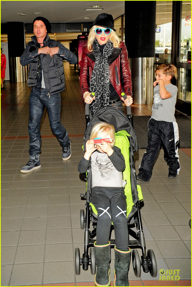 gwen stefani & gavin rossdale holiday travel with the kids 09