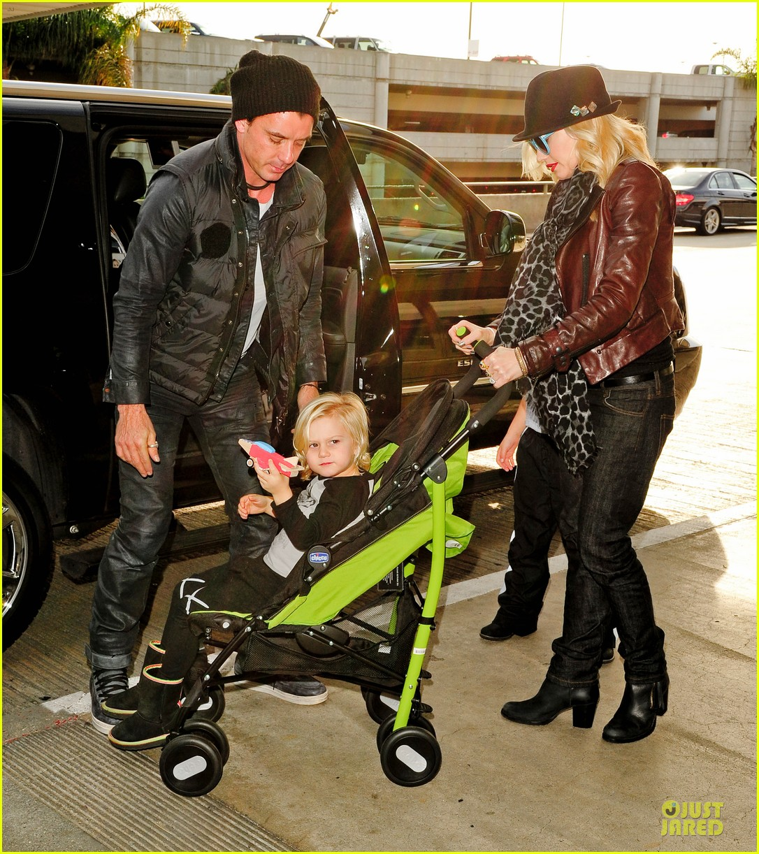 gwen stefani & gavin rossdale holiday travel with the kids 12