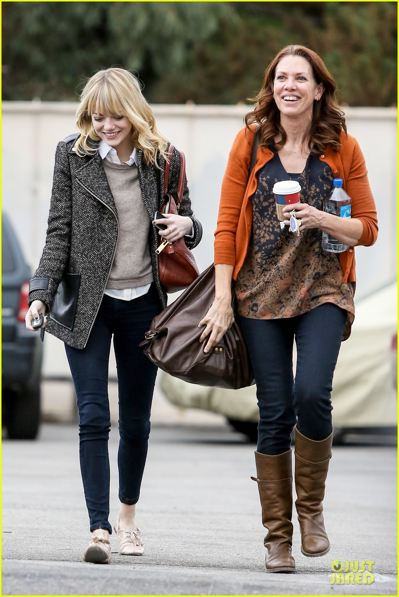 emma stone& andrew garfield separate outings with friends 01