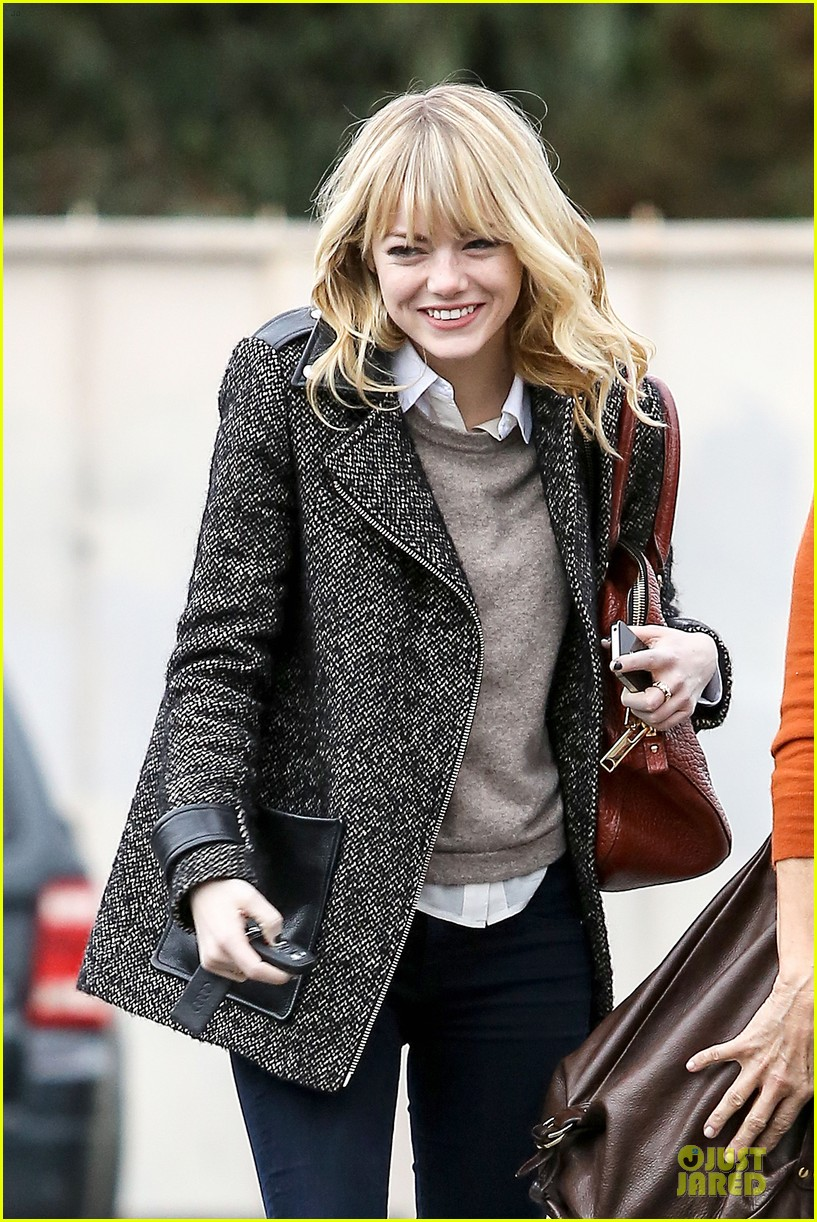 emma stone& andrew garfield separate outings with friends 20