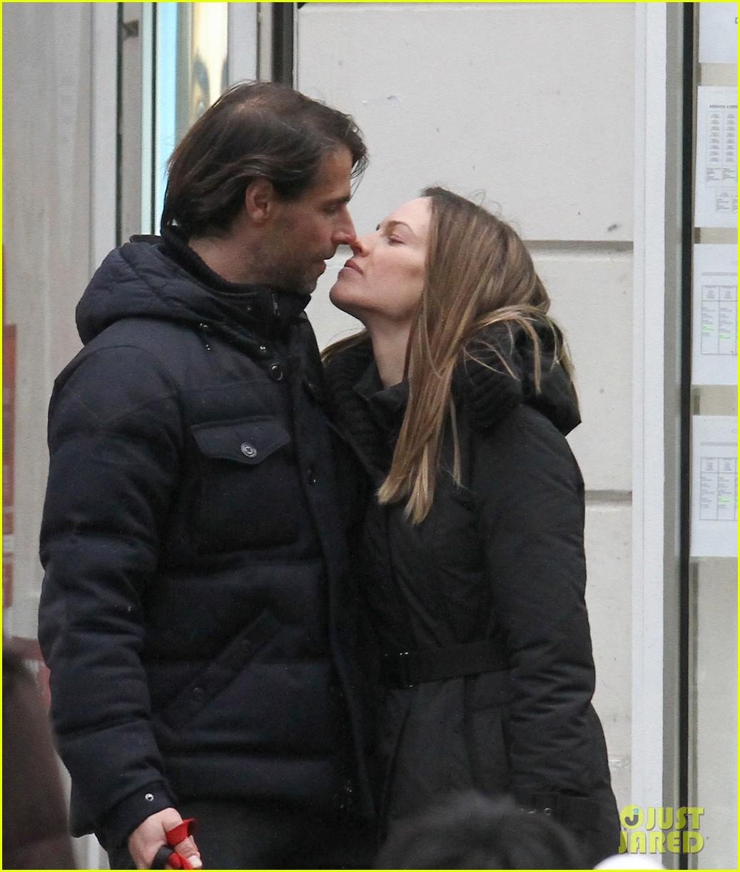 hilary swank laurent fleury kiss kiss in paris 01