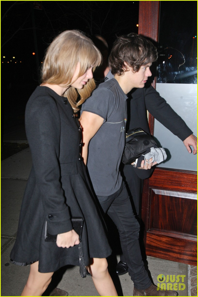 taylor swift harry styles holding hands after 1d concert 04