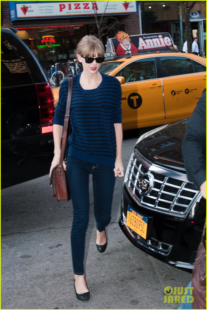taylor swift striped starlet after harry styles date 01