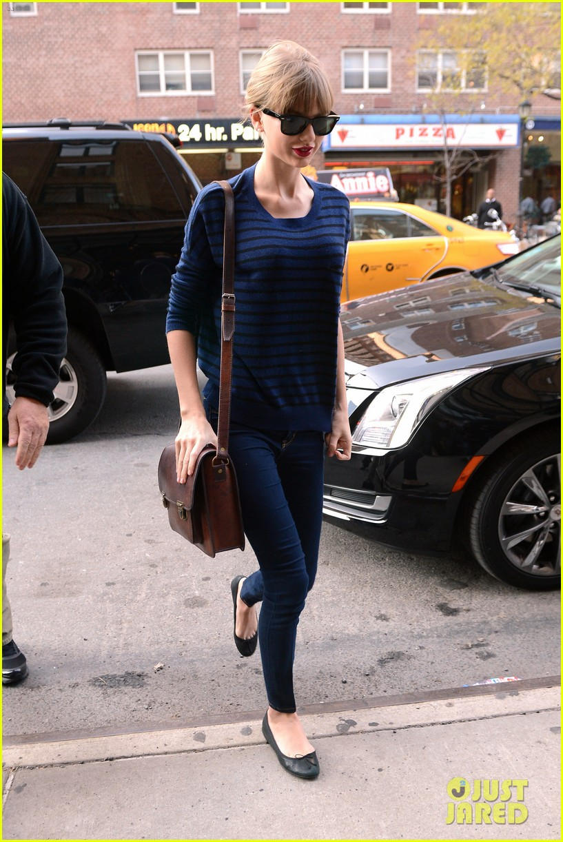 taylor swift striped starlet after harry styles date 05