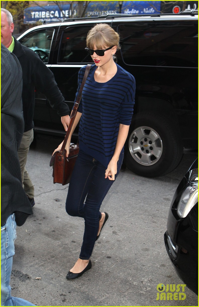 taylor swift striped starlet after harry styles date 08