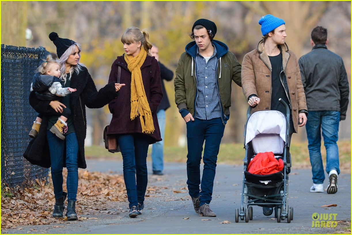 taylor swift harry styles central park stroll 10