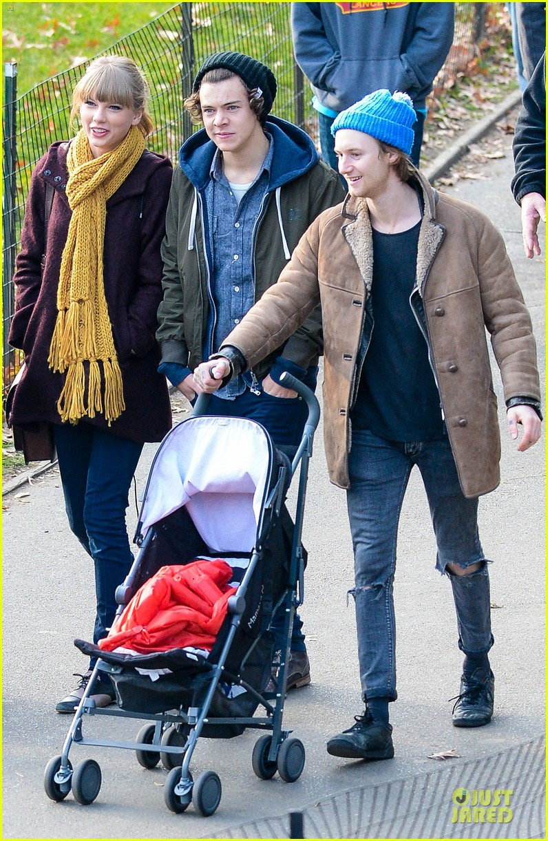 taylor swift harry styles central park stroll 132768126