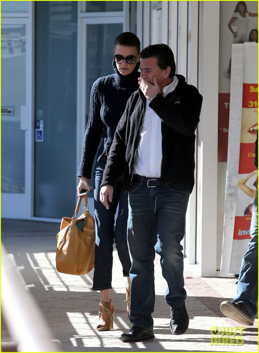 charlize theron west hollywood lunch with pals 03