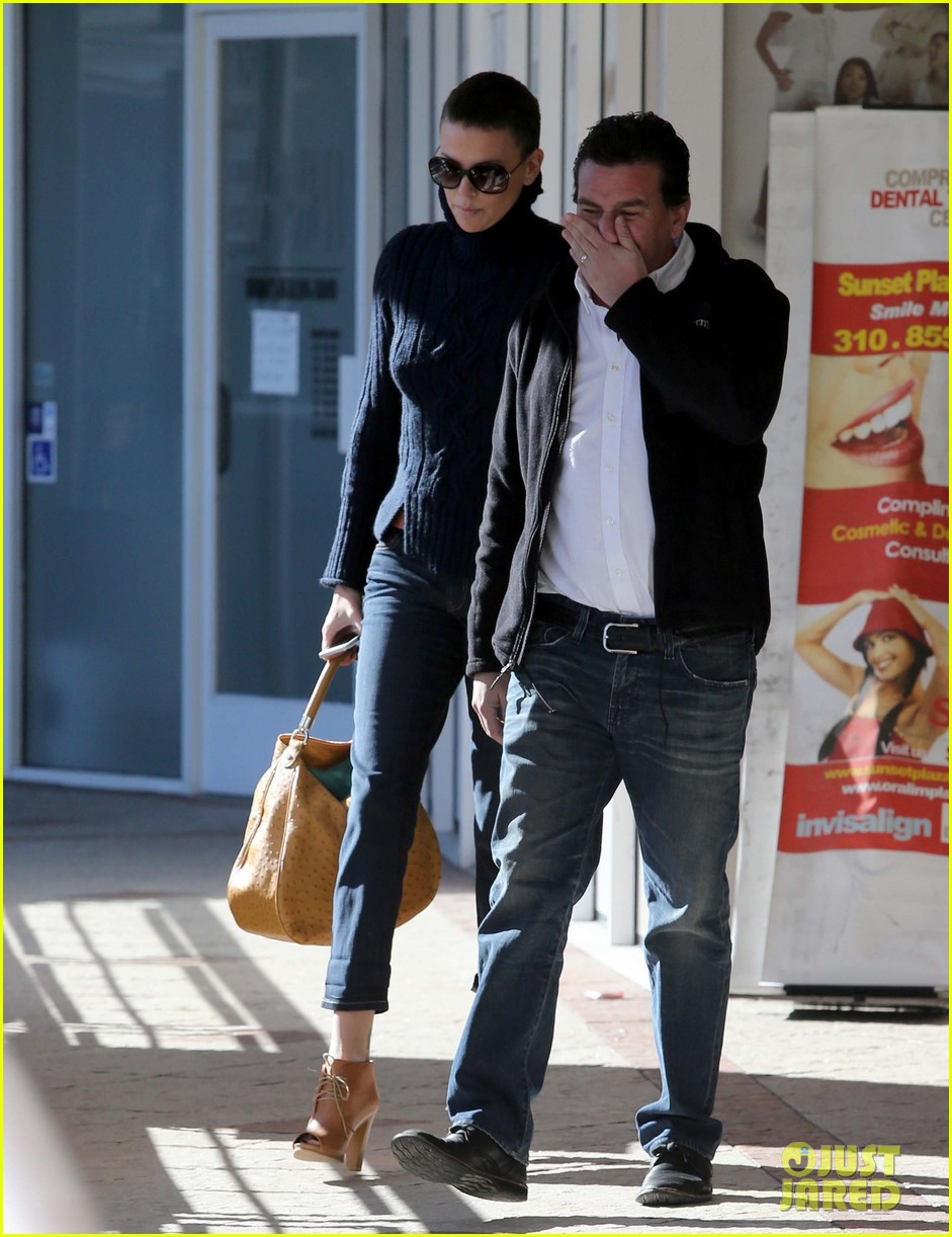 charlize theron west hollywood lunch with pals 06
