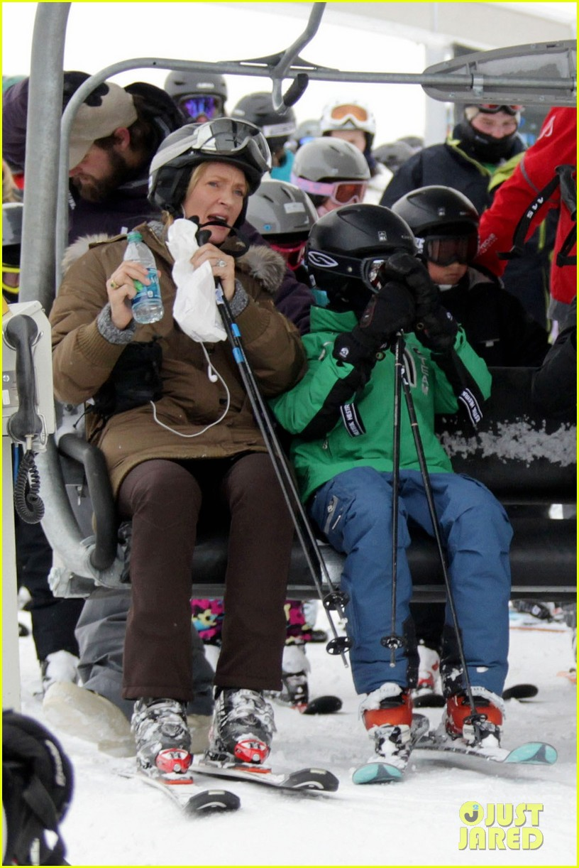 uma thurman aspen ski vacation 05
