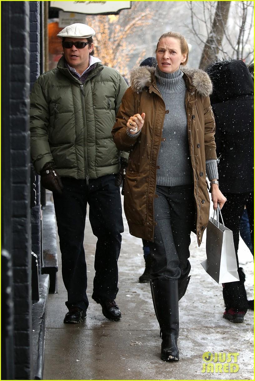 uma thurman arpad busson snow aspen stroll with maya 14