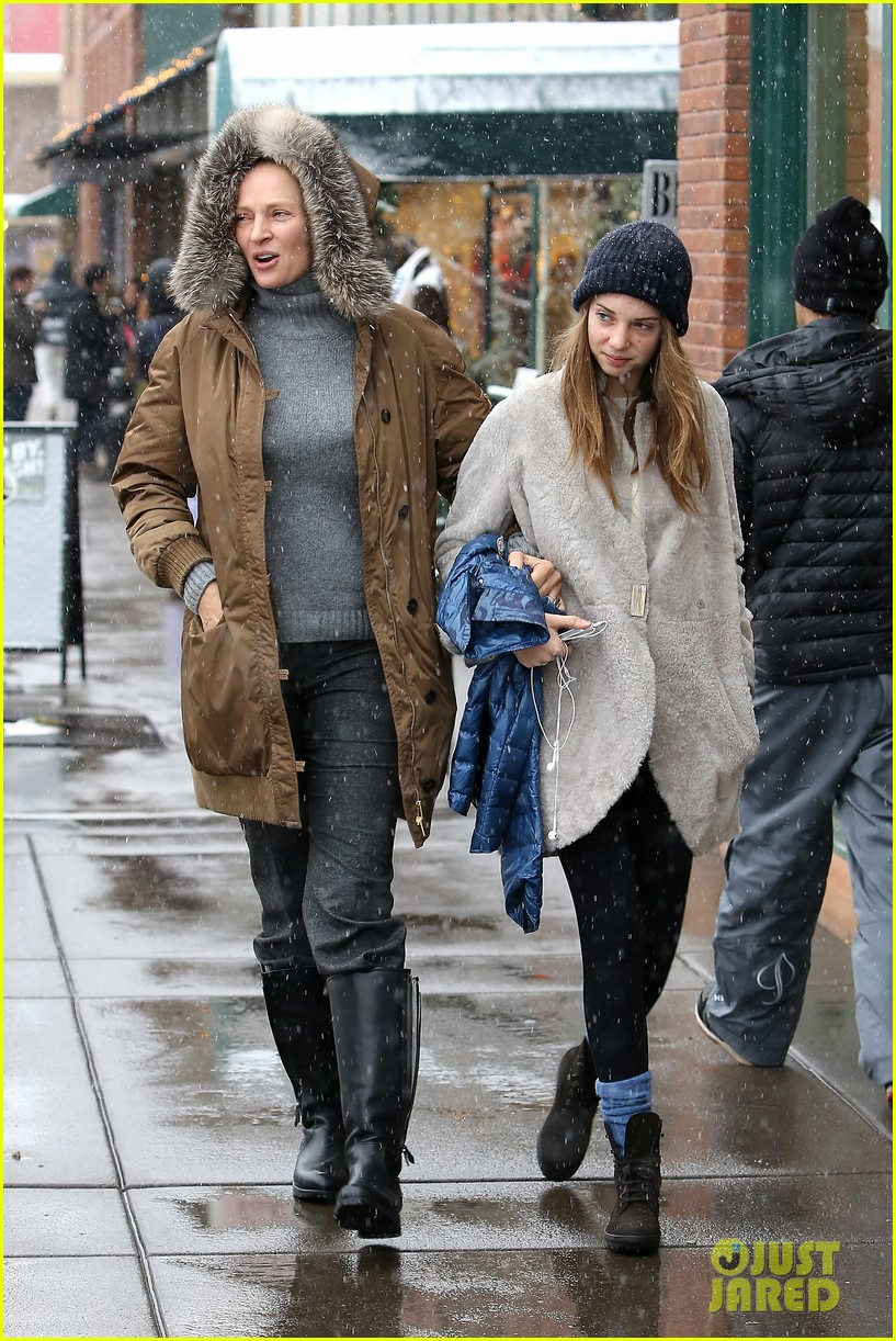 uma thurman arpad busson snow aspen stroll with maya 16