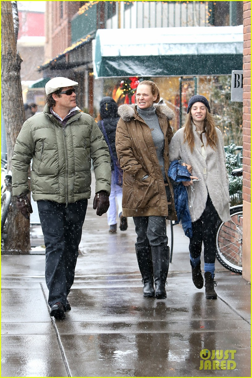 uma thurman arpad busson snow aspen stroll with maya 17