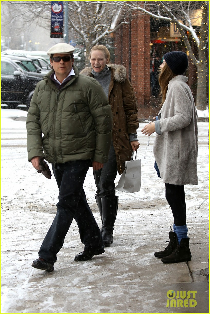 uma thurman arpad busson snow aspen stroll with maya 19
