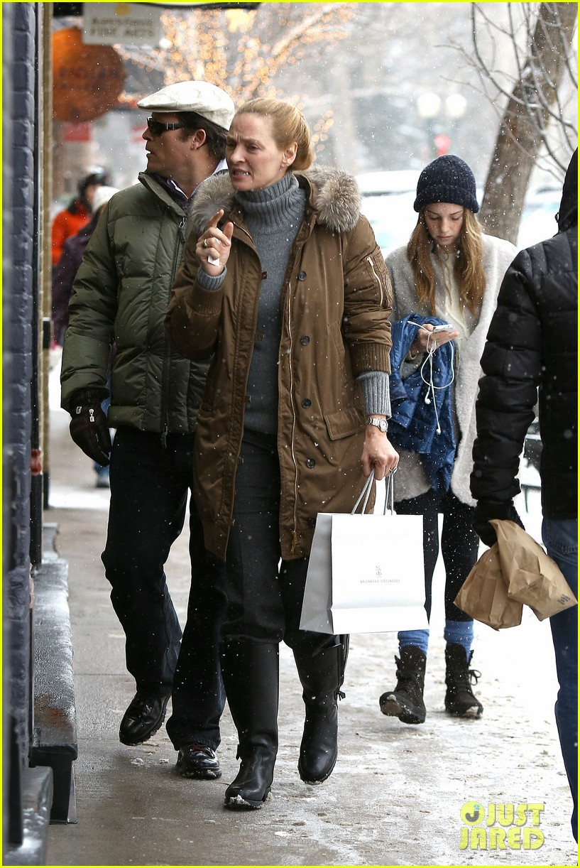 uma thurman arpad busson snow aspen stroll with maya 20