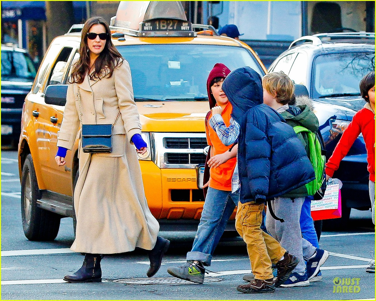 liv tyler milos birthday walk 14