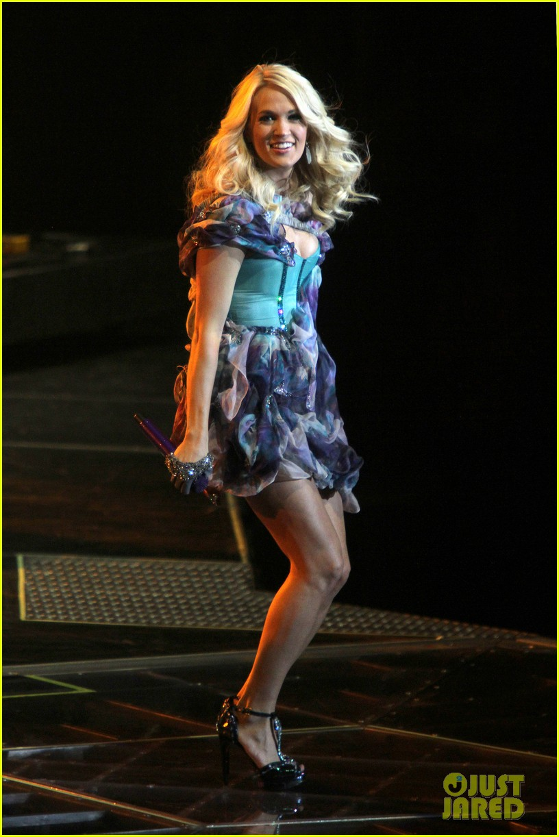 carrie underwood so small with ps22 chorus in newark 01