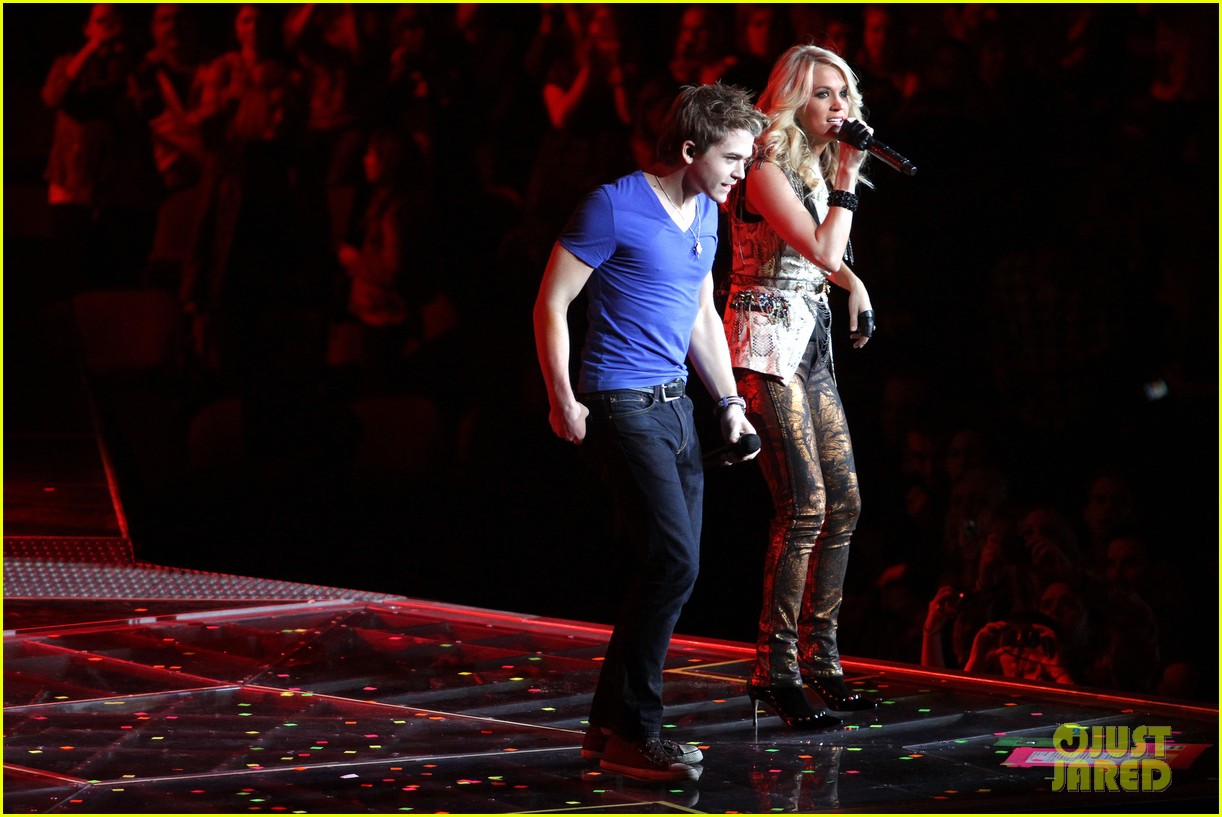 carrie underwood so small with ps22 chorus in newark 10