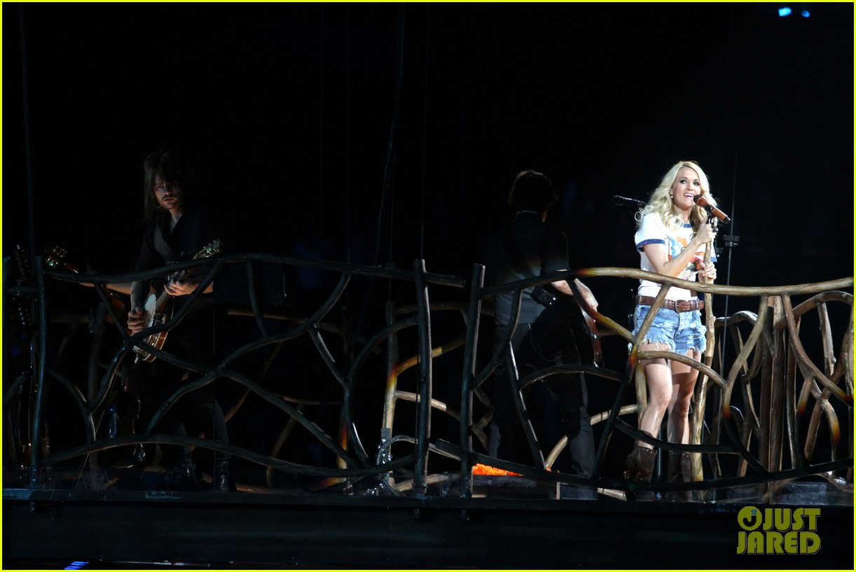 carrie underwood so small with ps22 chorus in newark 19