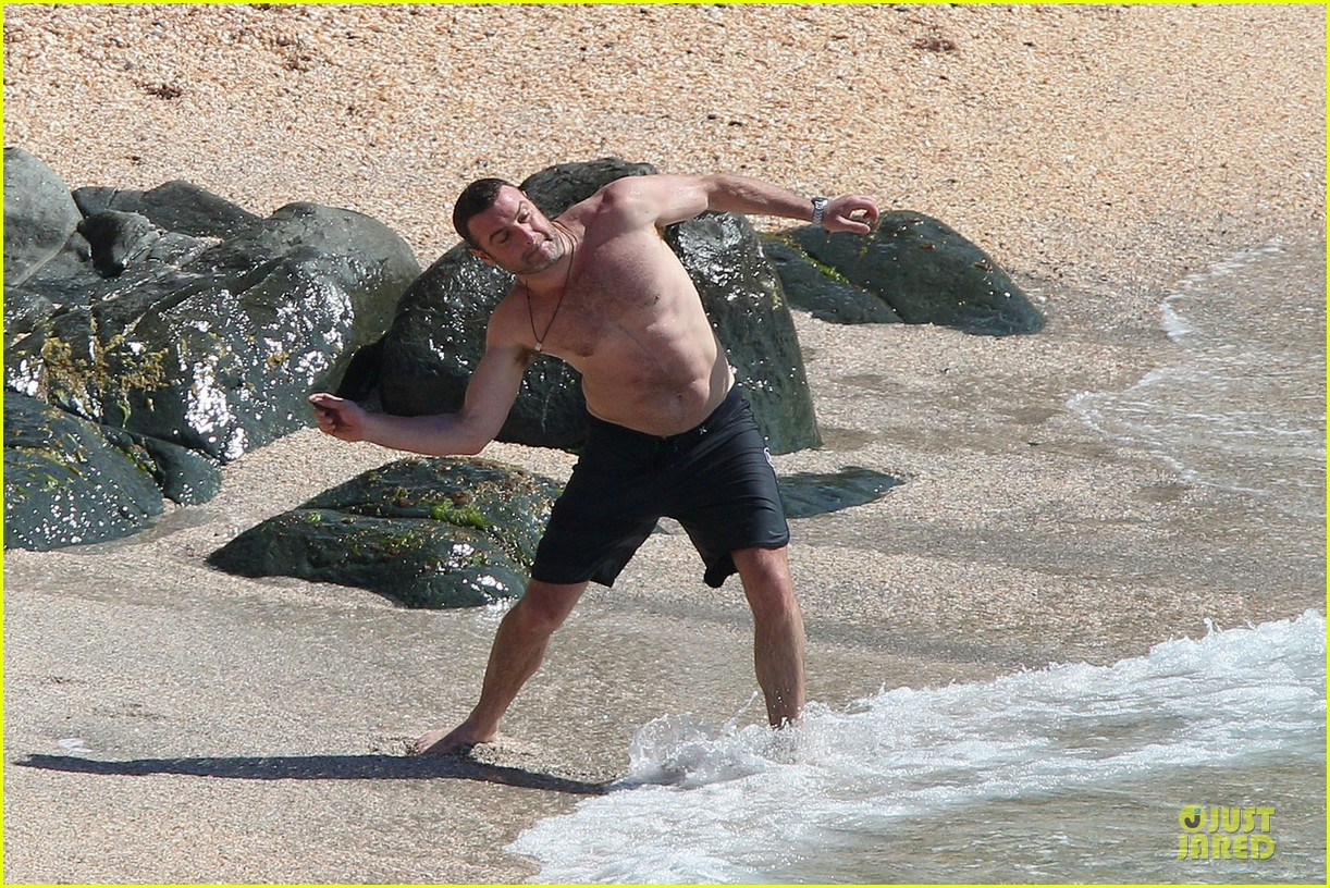 naomi watts st barths beach fun with shirtless liev schreiber 12