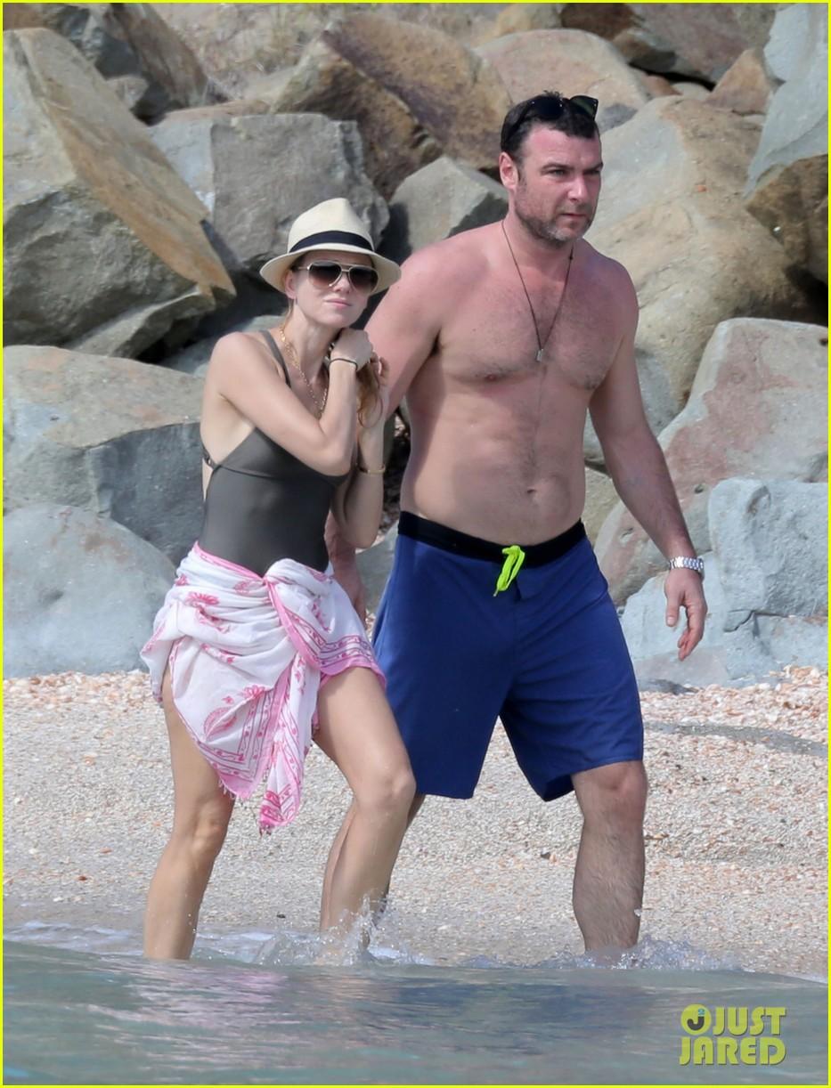 naomi watts shirtless liev schreiber new years eve beach day 20