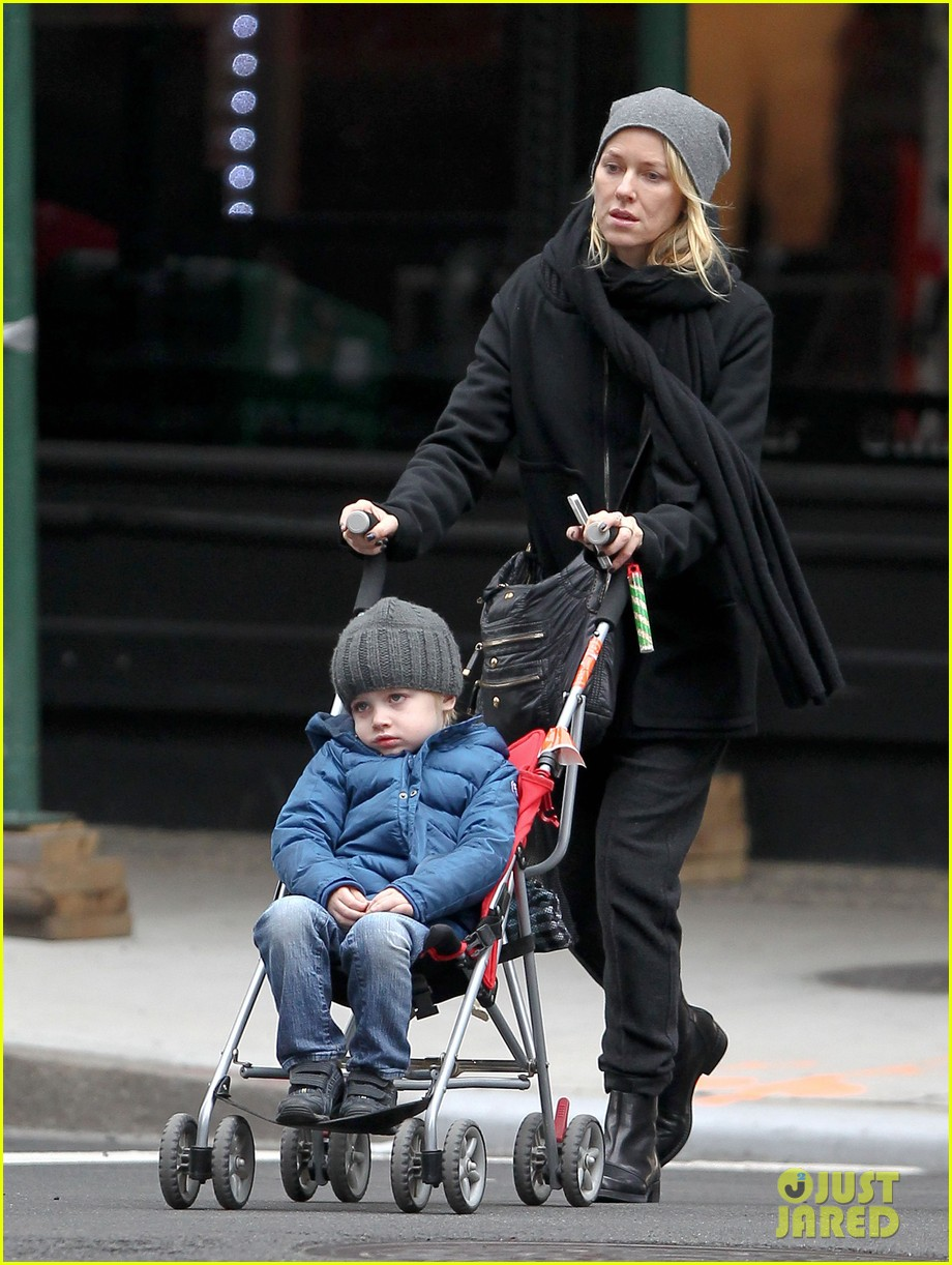 naomi watts samuel mother son pedicures 12
