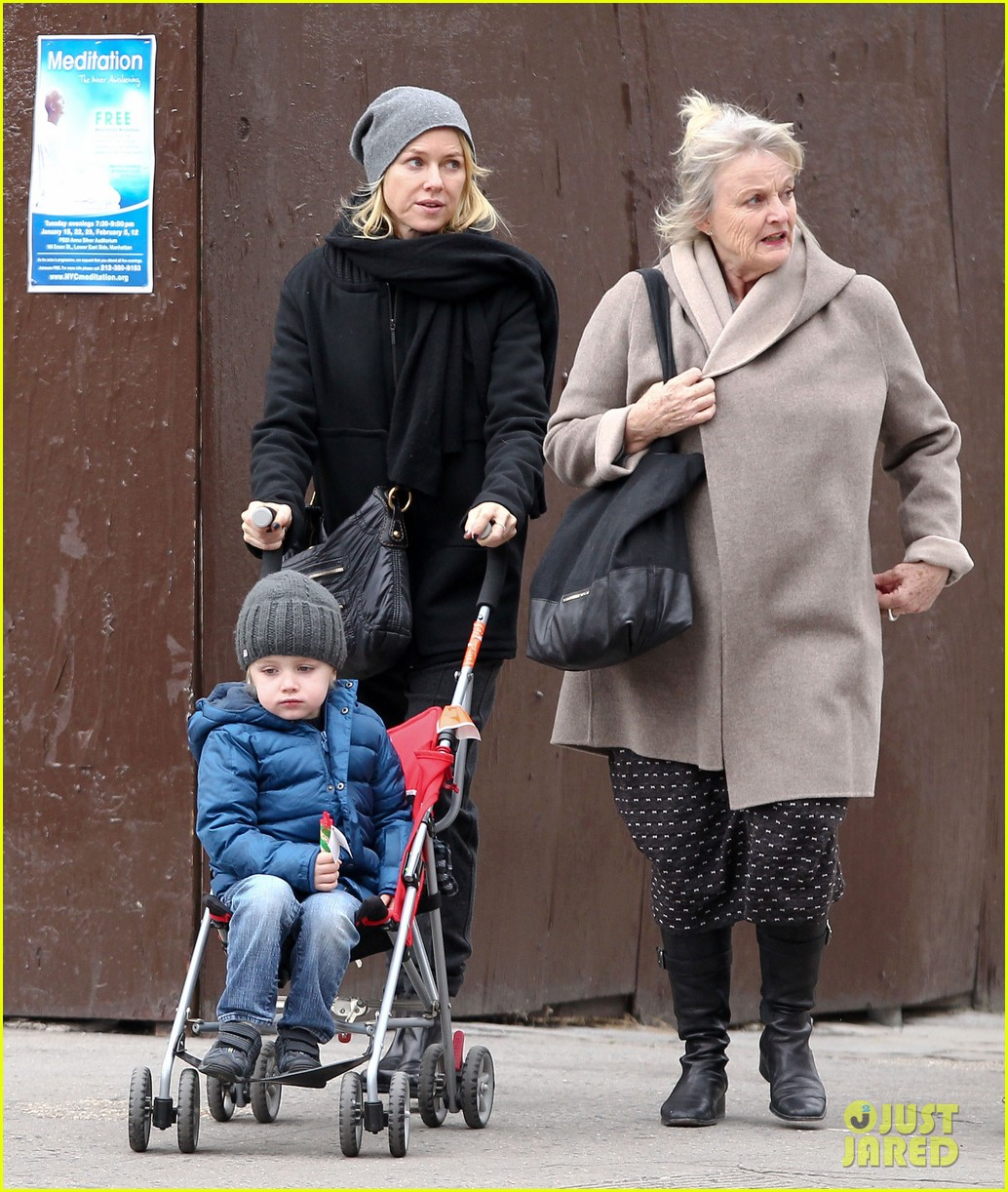 naomi watts samuel mother son pedicures 15
