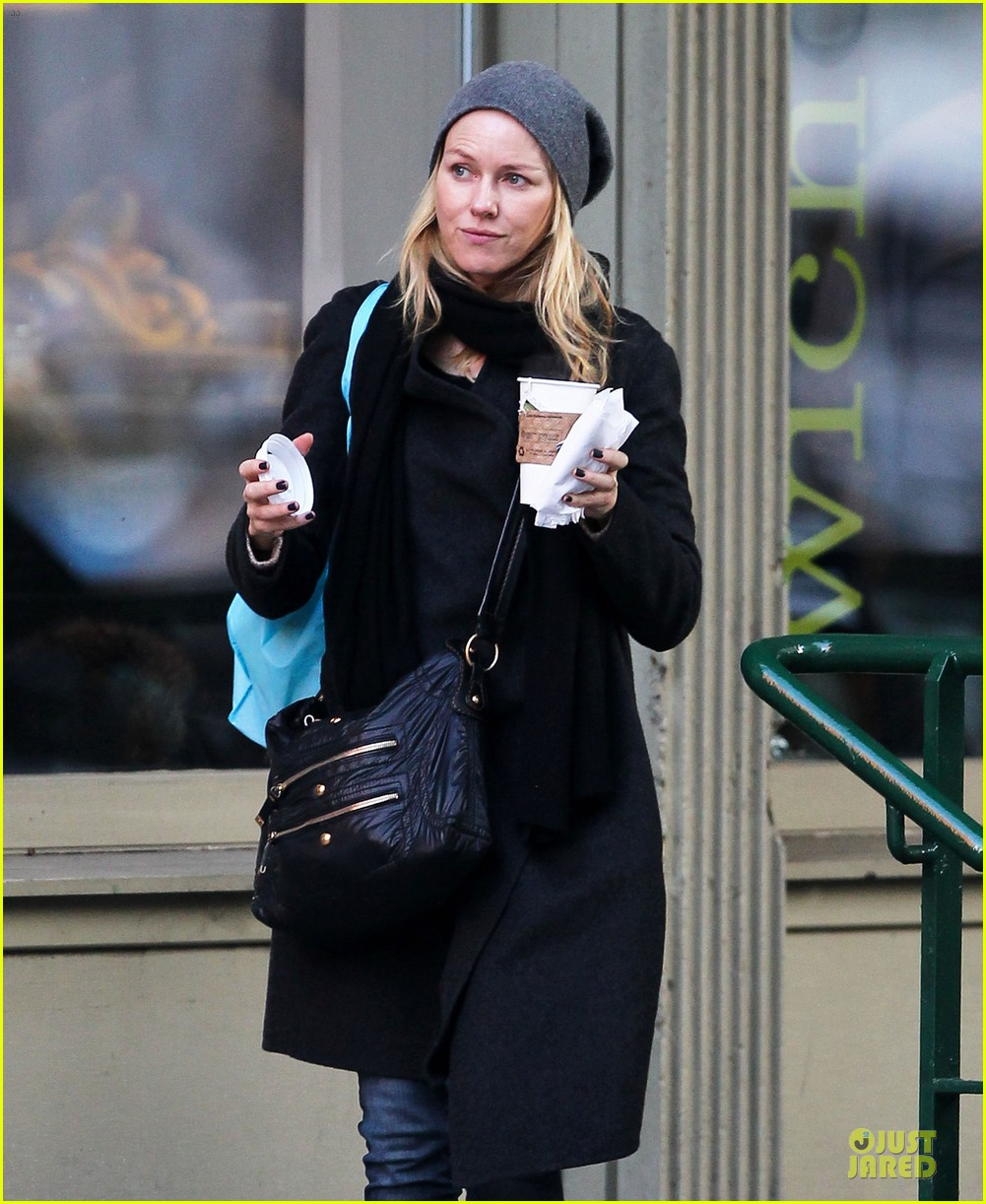 naomi watts let out a yelp after hearing golden globes nomination news 02