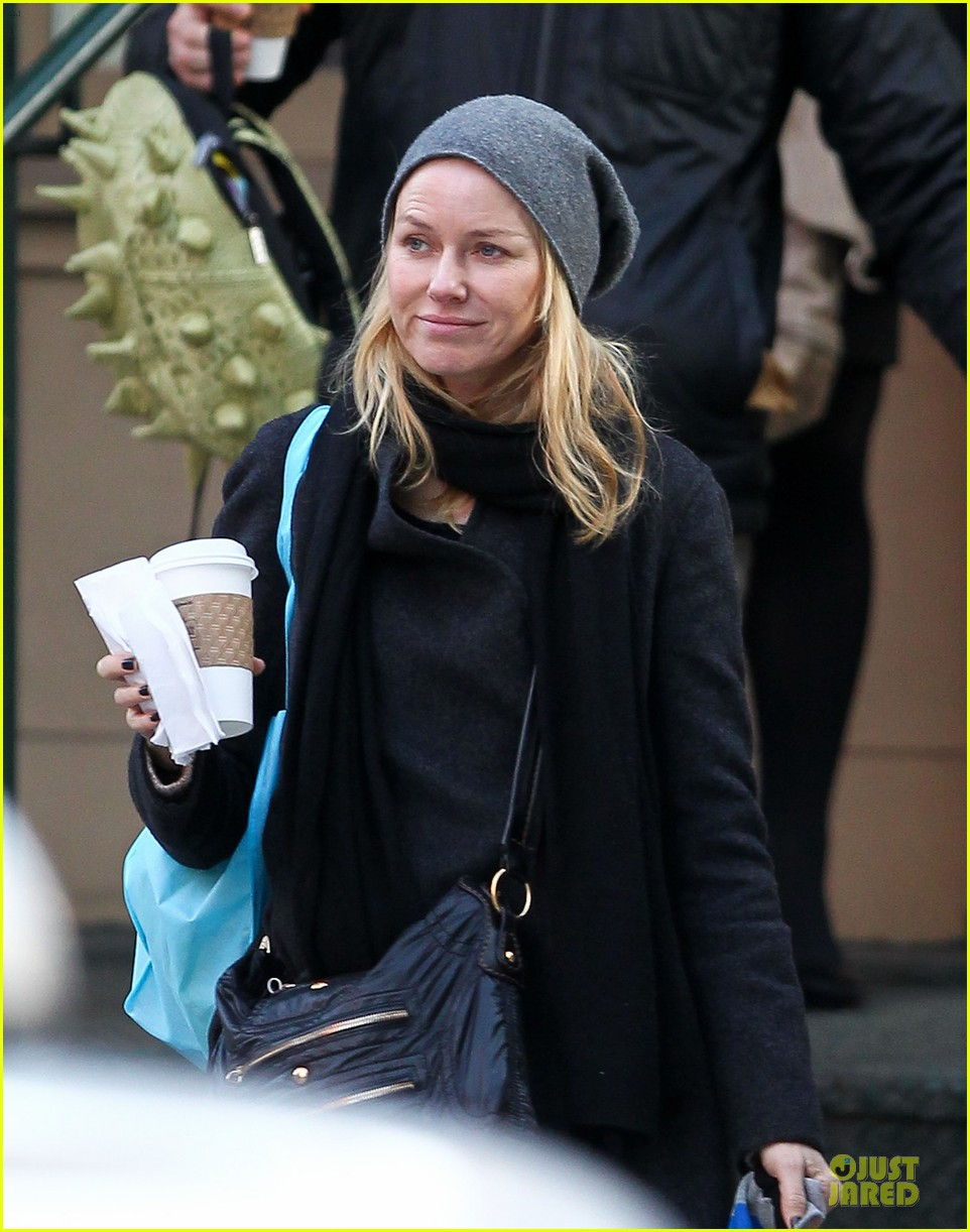naomi watts let out a yelp after hearing golden globes nomination news 08