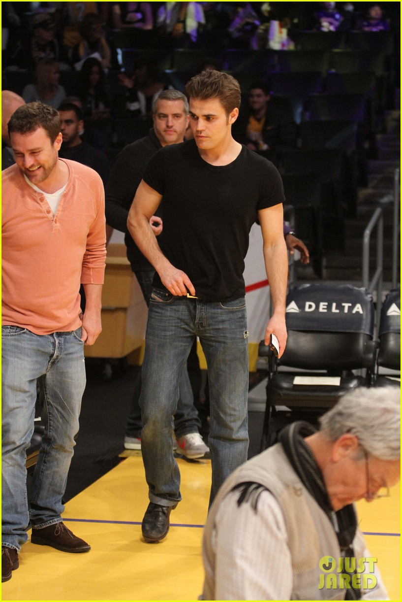 paul wesley lakers game guy 02