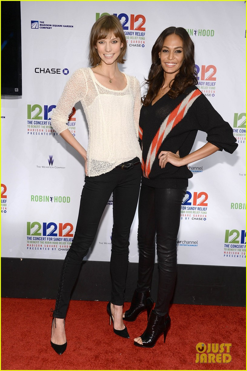 olivia wilde karlie kloss 12 12 12 concert in new york 05