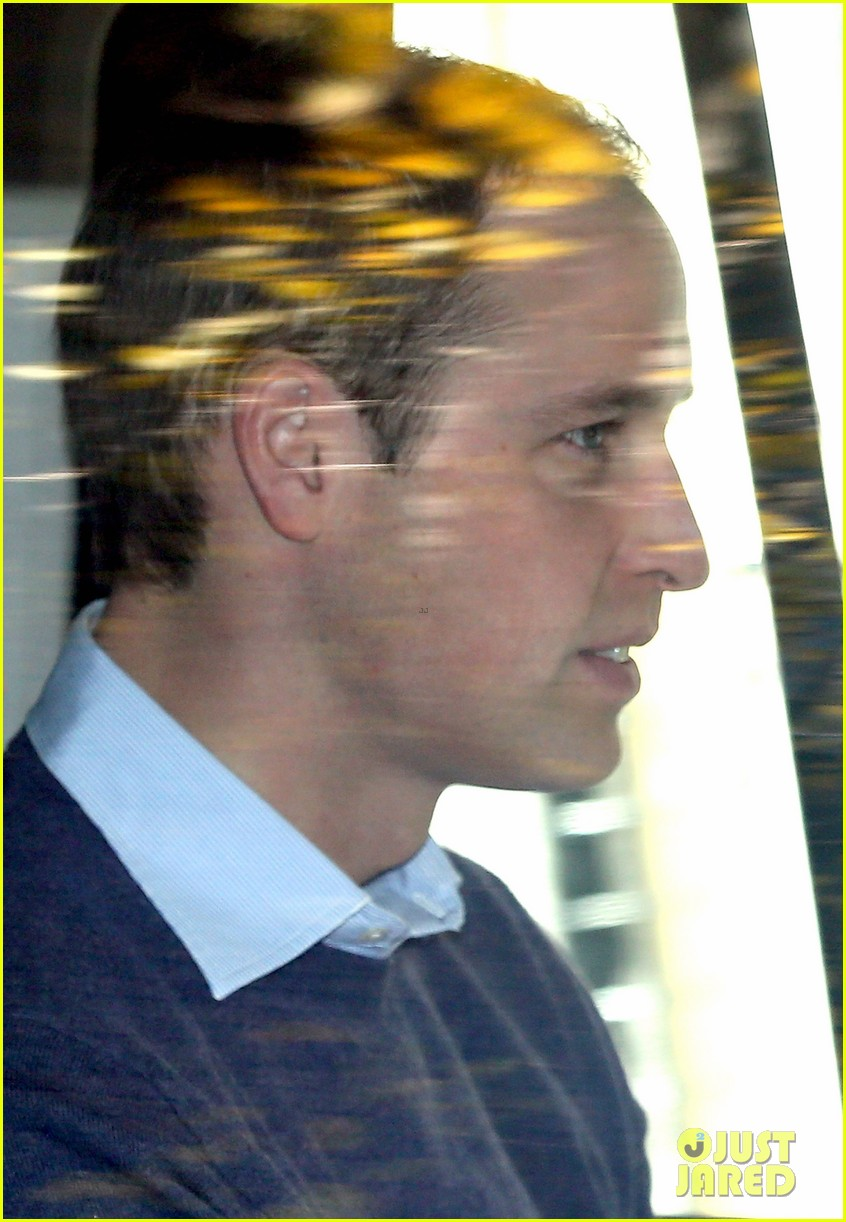 prince william visits pregnant kate middleton in hospital 04