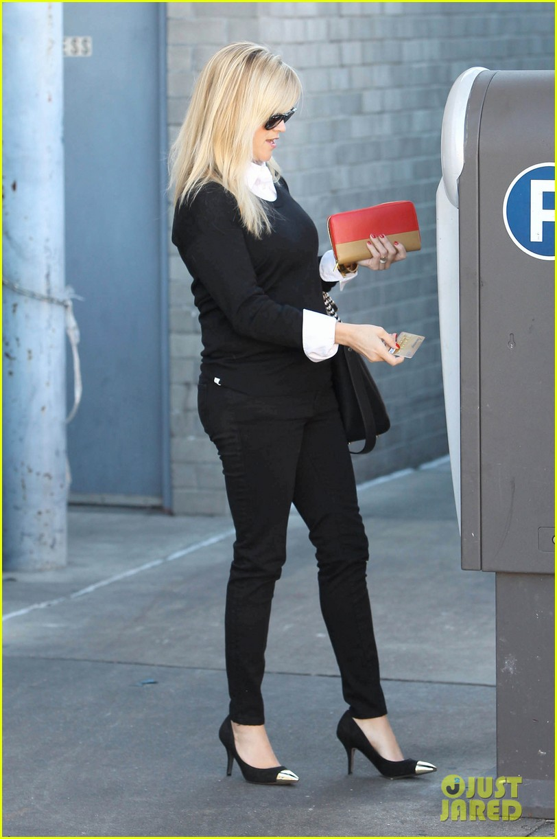 reese witherspoon le pain quotidien lunch 08