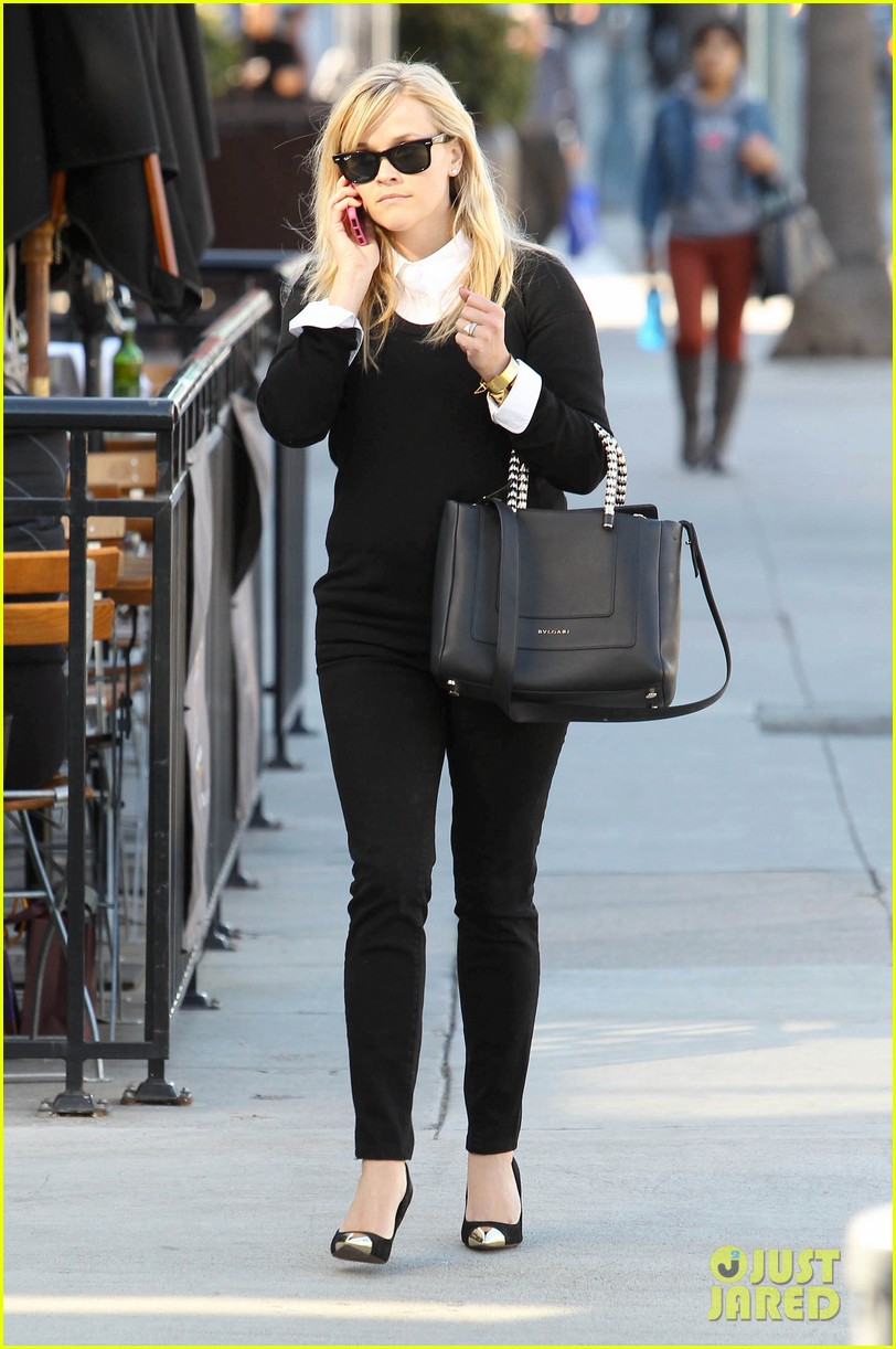 reese witherspoon le pain quotidien lunch 112779022