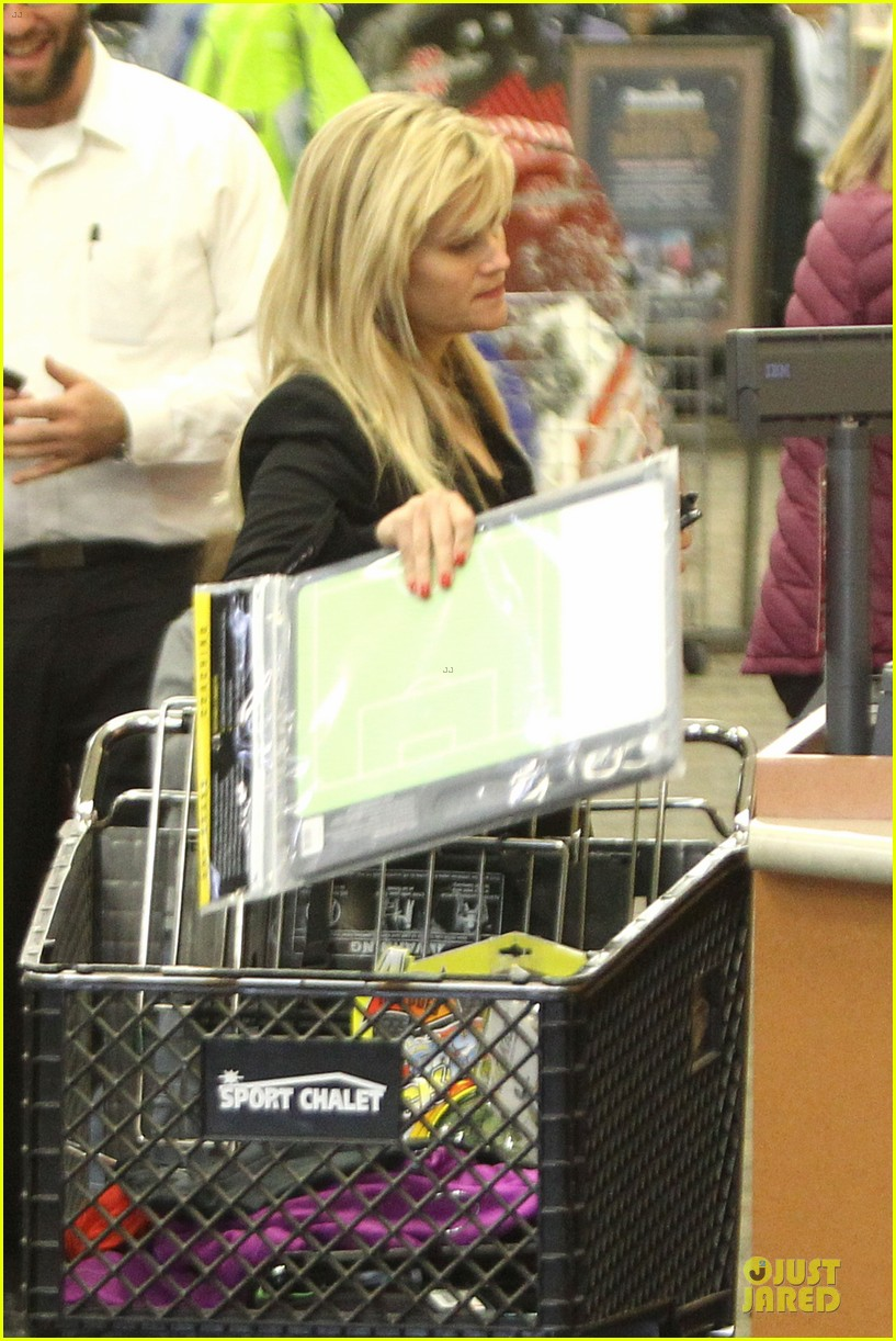 reese witherspoon i couldnt remember the name for refrigerator 02