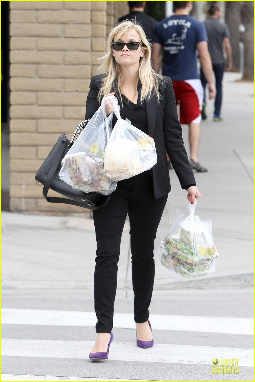 reese witherspoon i couldnt remember the name for refrigerator 032776165