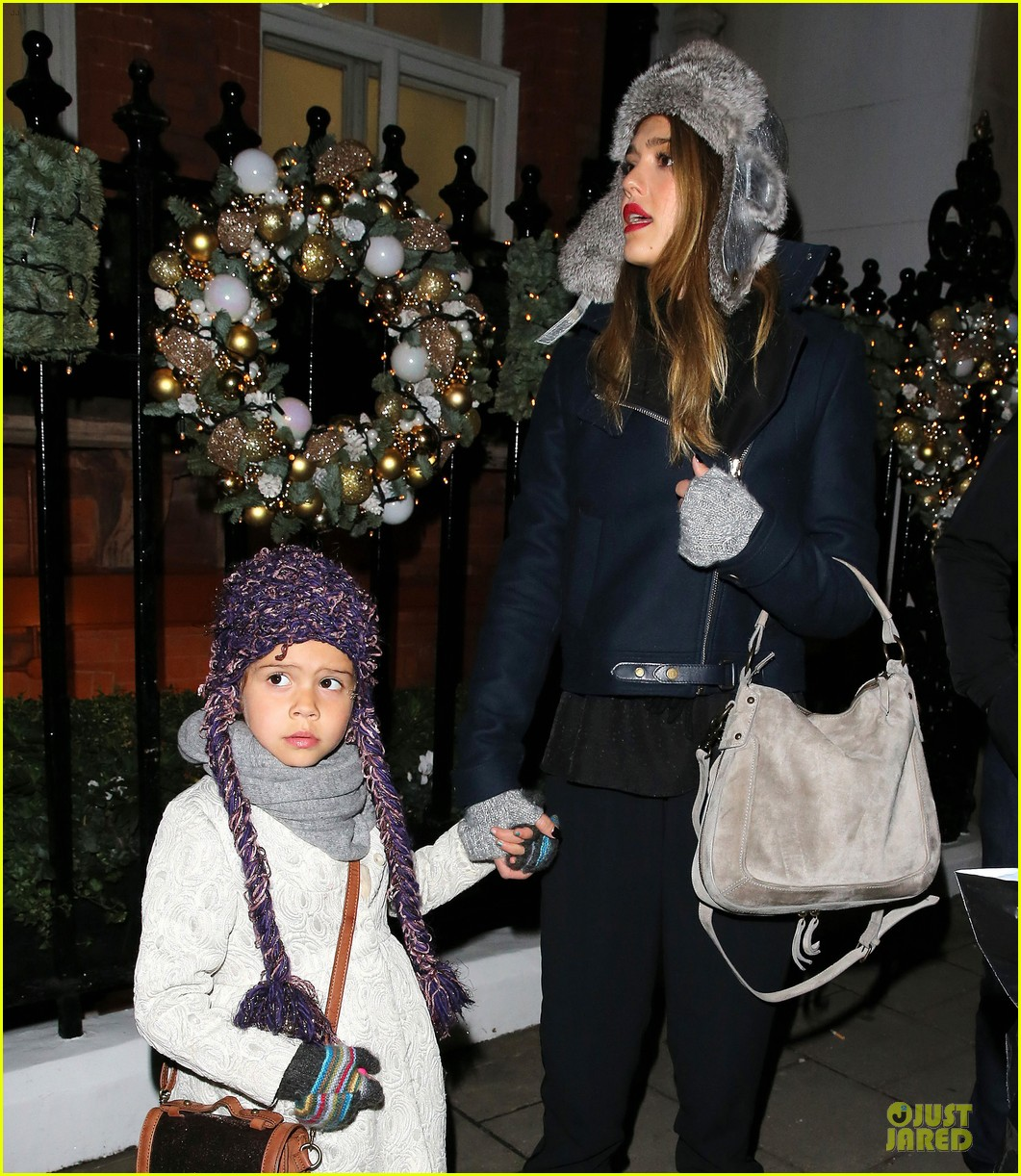 jessica alba had a blast at winter wonderland with honor 05